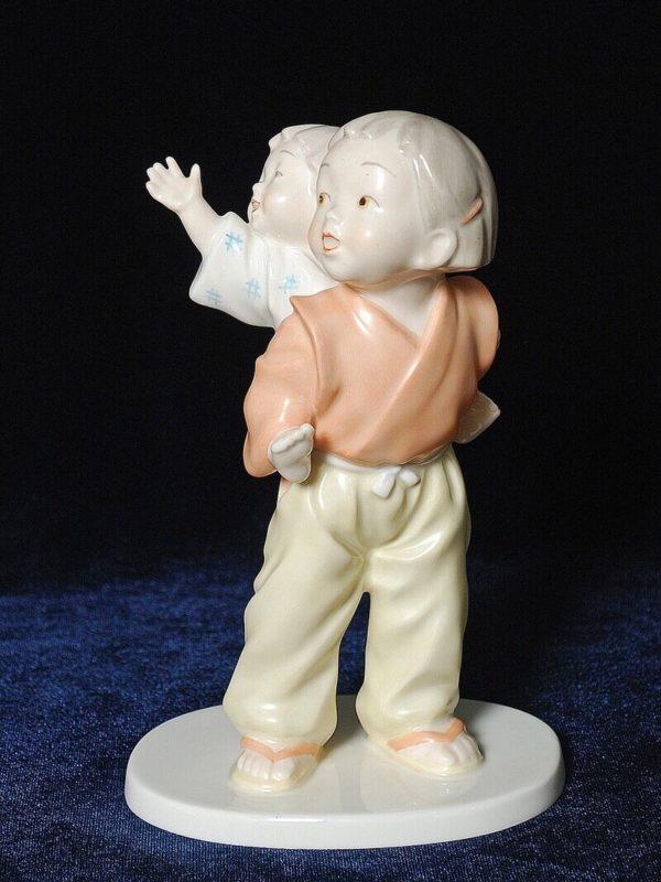 Японский фарфор Малыш на спине брата
