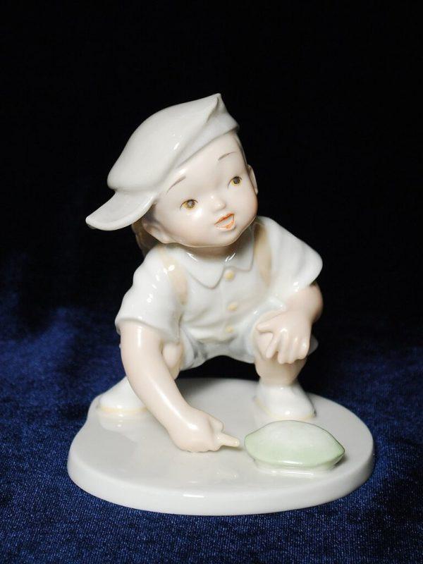 мальчик с черепашкой японский фарфор