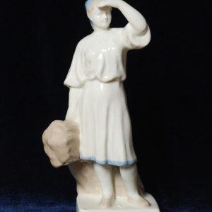 Крестьянка со снопом Без марки. СССР. Высота 23 см.