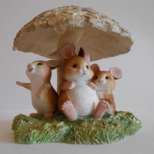 Мыши под грибом