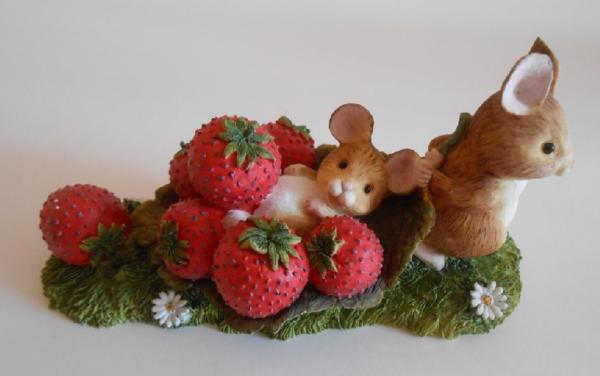 Мышки с клубникой