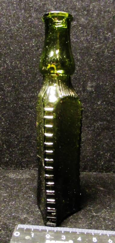 Уксусная трёхгранная бутылочка модерн
