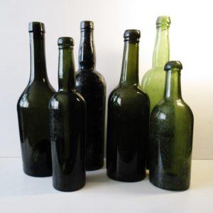 Комплект старинных бутылок