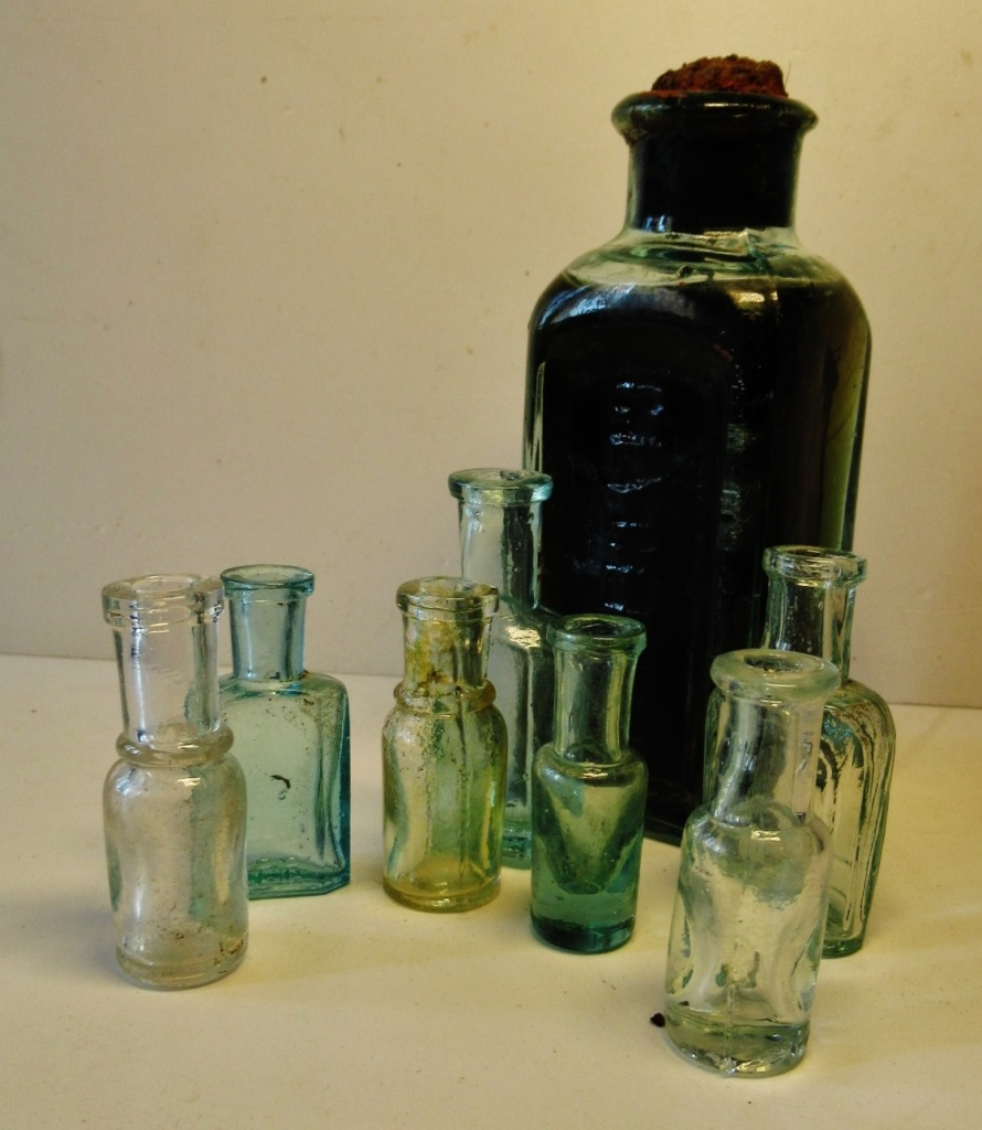 из моей коллекции аптечной стеклотары
